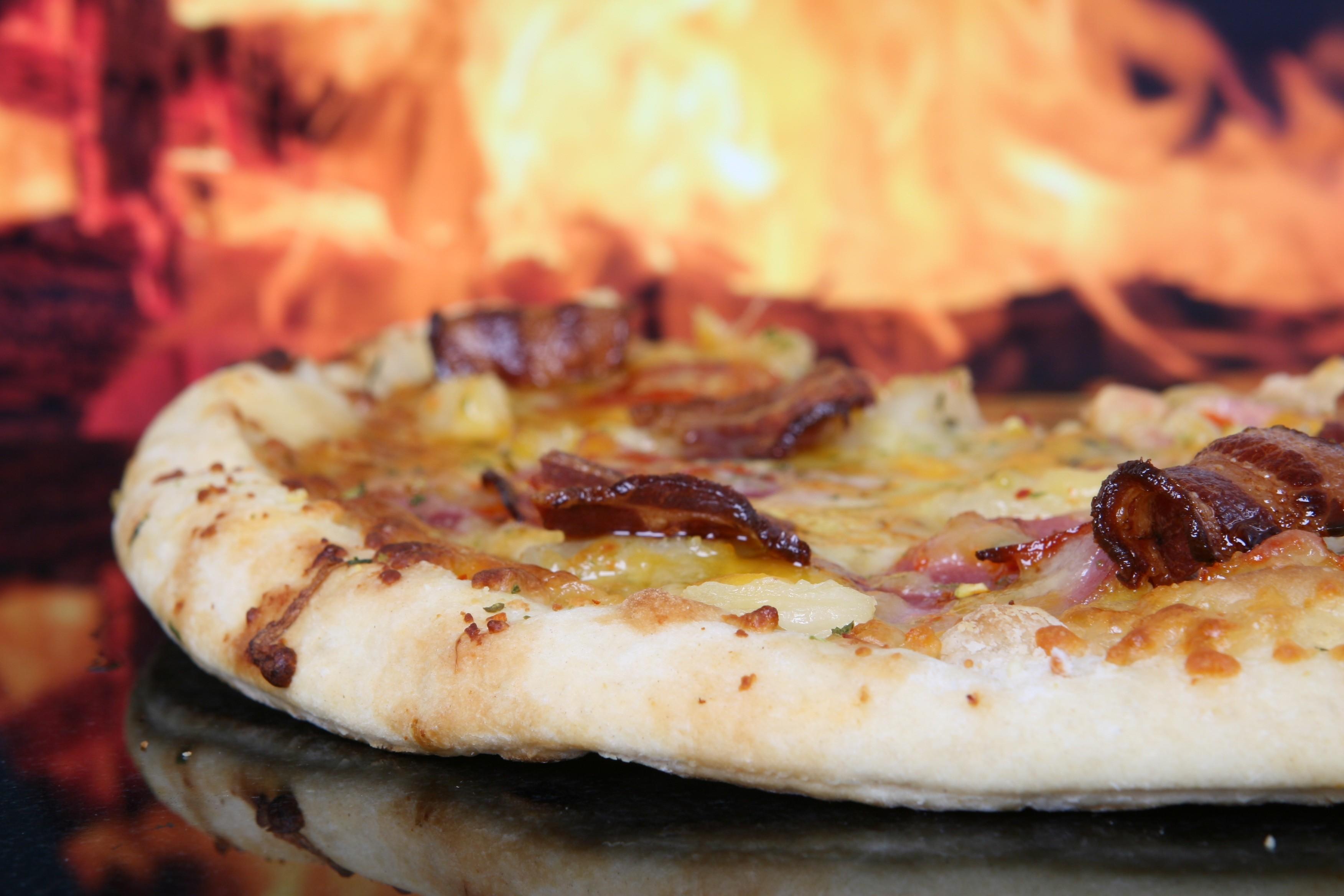 9吋手工Pizza - 紅醬培根